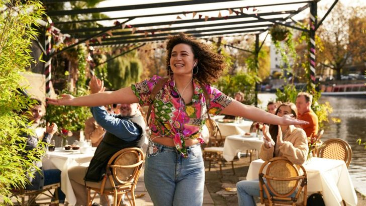 'Starstruck' is a sweet, funny rom-com that leans into the mess of something new